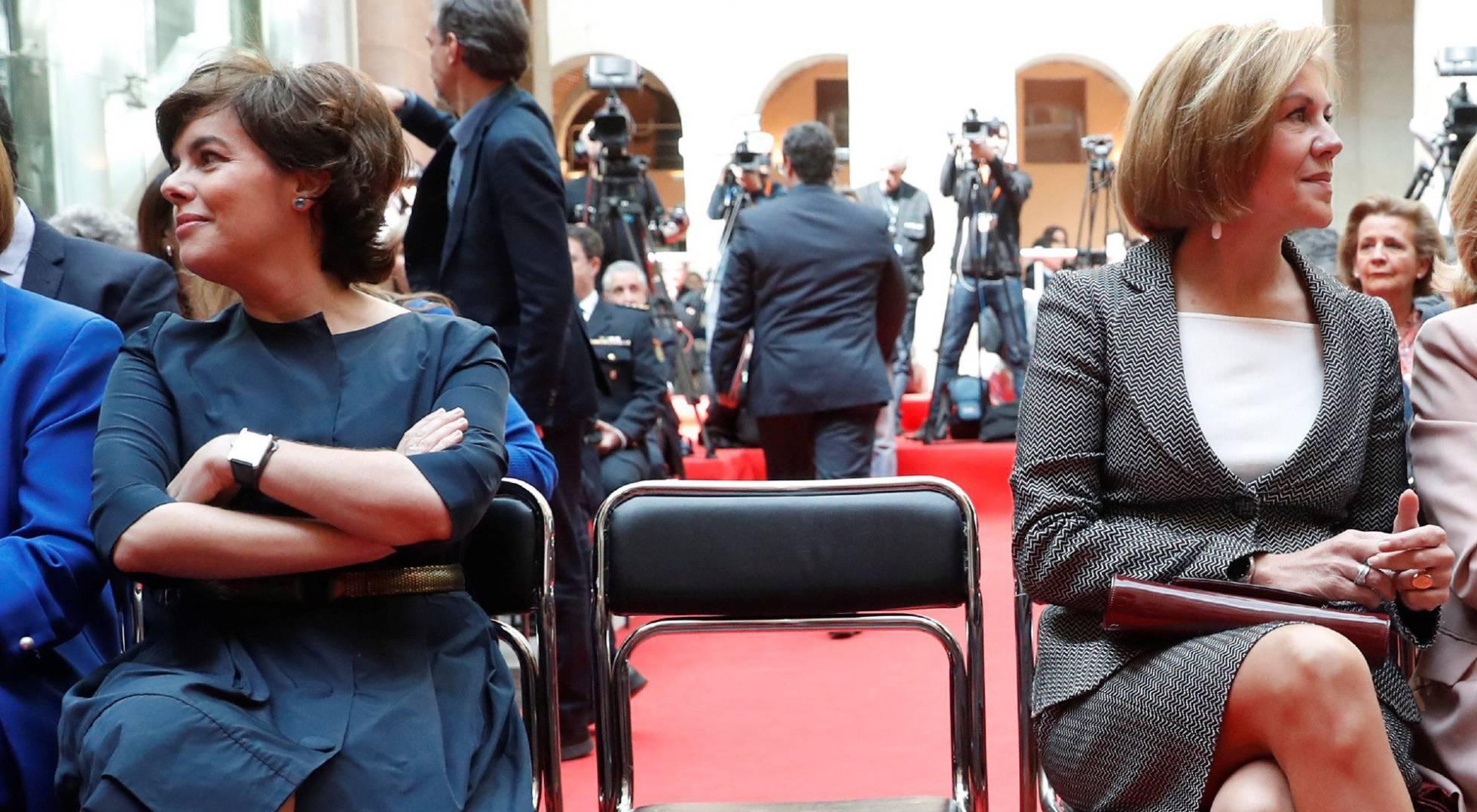 Cospedal, Santamaría, Aznar... ¿Por qué los grandes bufetes fichan a políticos?