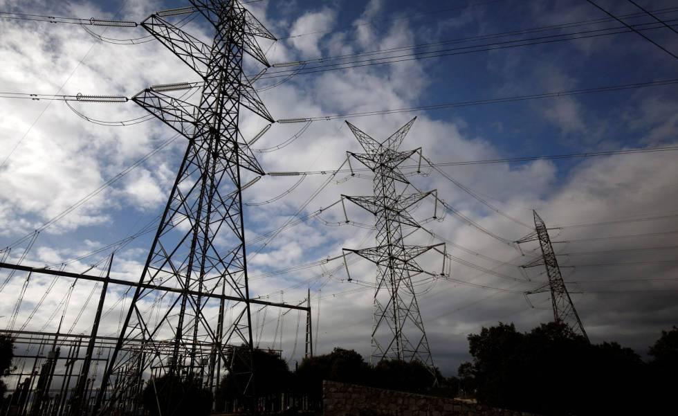 El Gobierno prohíbe cortes de suministros de agua y luz durante el estado de alarma