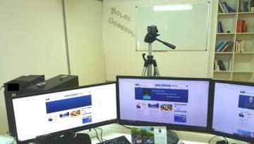 Estudio casero desde donde emite sus vídeos explicativos el inversor David Galán.
