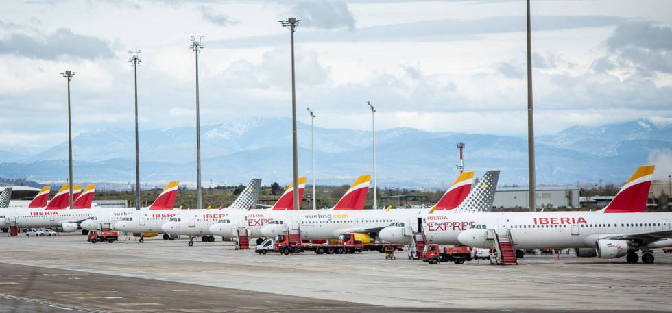 El virus deja 800 aviones anclados en los aeropuertos españoles de Aena