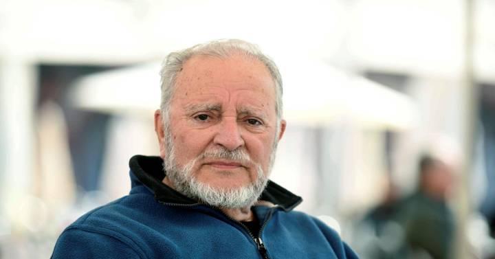 Fallece Julio Anguita a los 78 años una semana después de sufrir una parada cardiaca | Compañías | Cinco Días