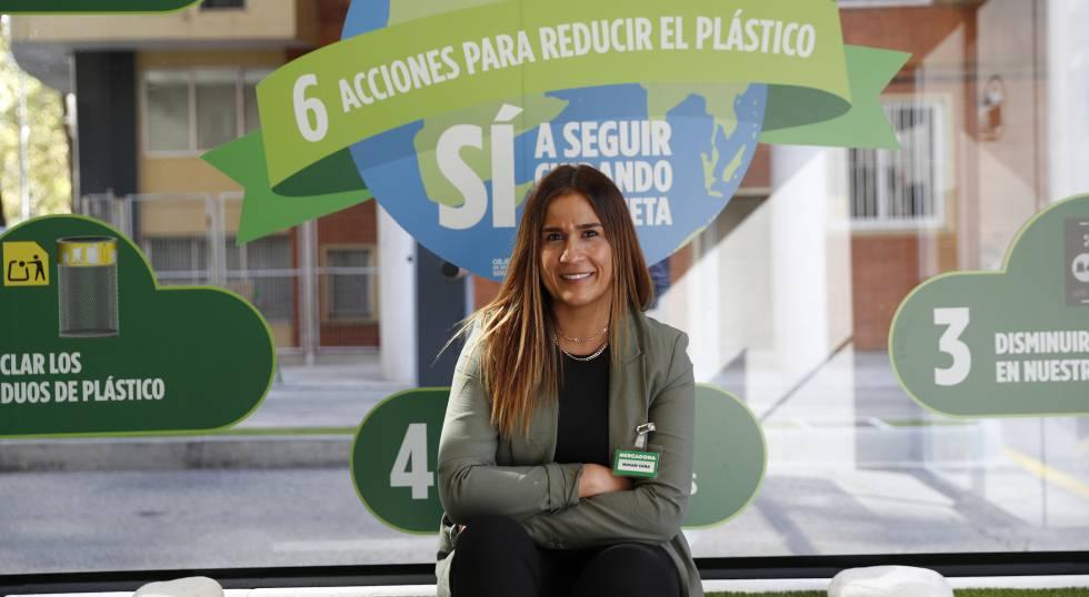 Miriam Ceña, responsable de dimensión de medios físicos en tiendas de Mercadona.