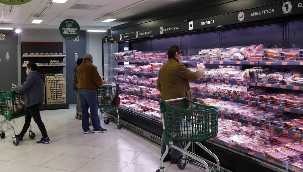 Lineal de embutidos en la tienda de Mercadona en la calle Pintor Juan Gris, 1, en Madrid, que ya es una tienda 6.25.