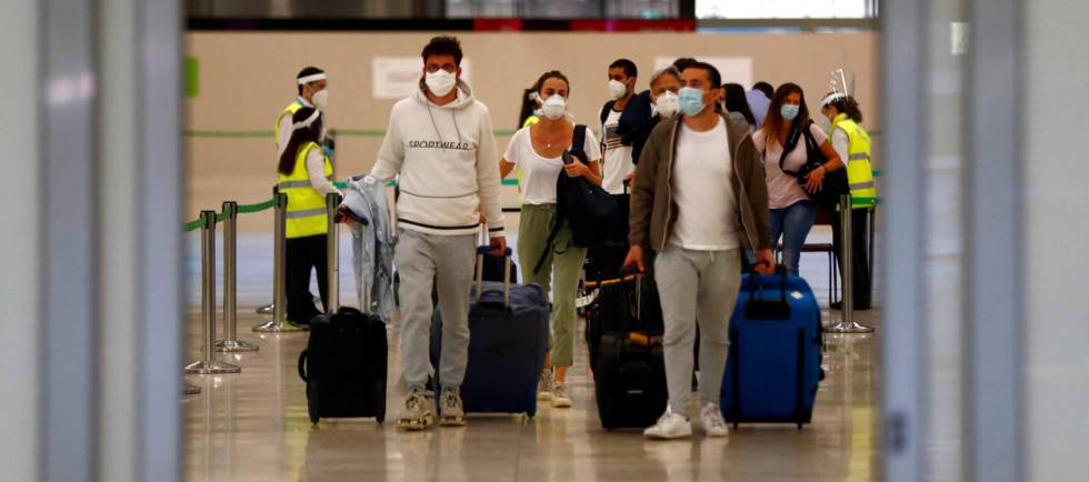 España exige desde hoy una PCR negativa a viajeros internacionales |  Economía | Cinco Días