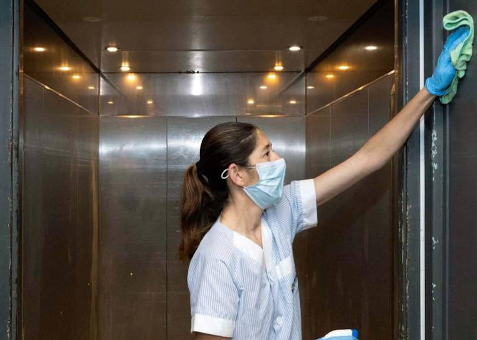 Faltar al trabajo para cuidar de un menor durante la pandemia no equivale a una dimisión