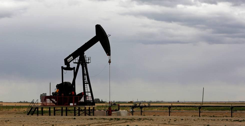 Pozo de gas y petróleo cerca de Granum (Alberta, Canadá).