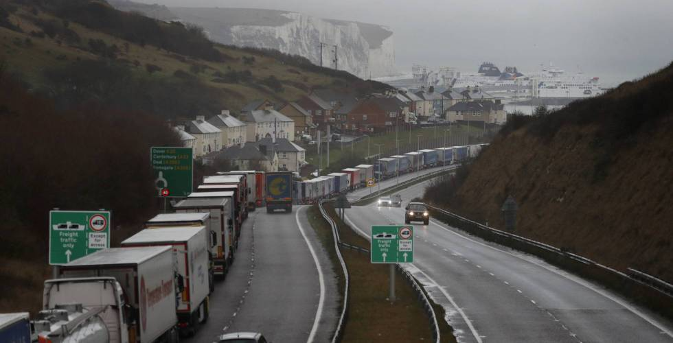 Fila de camiones en la proximidades de Dover (Reino Unido).