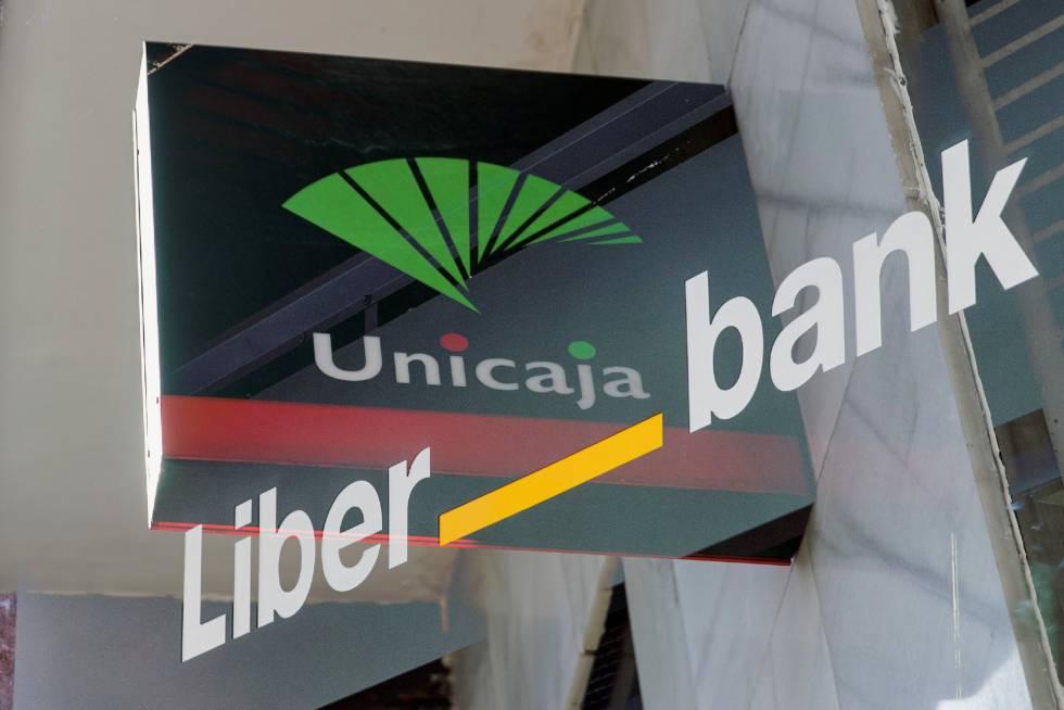 Doble exposición de los logotipos de las entidades Unicaja y Liberbank.