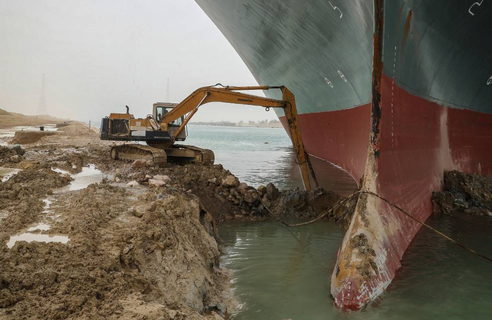An excavator works to unclog the Ever Given ship this Thursday.