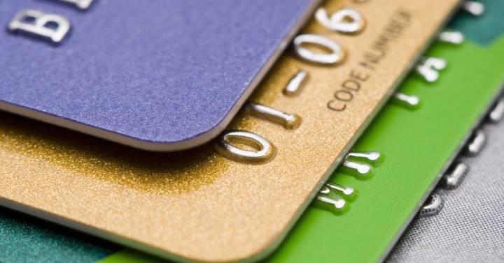 Los cargos por las tarjetas y el uso de los cajeros