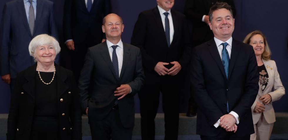 La secretaria del Tesoro de EE UU, Janet Yellen, el presidente del Eurogrupo y ministro de Finanzas de Irlanda, Paschal Donohoe, el ministro de Economía alemán, Olaf Scholz, y la vicepresidenta segunda española, Nadia Calviño, entre otros, este lunes en el Eurogrupo.