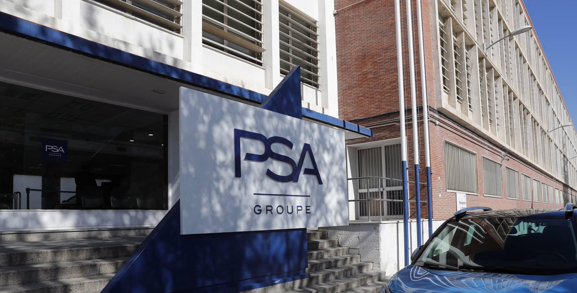 Santander contrata a Uría para ampliar su alianza de financiación con Stellantis